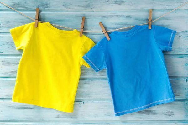 Cómo limpiar el vómito de la ropa y del colchón