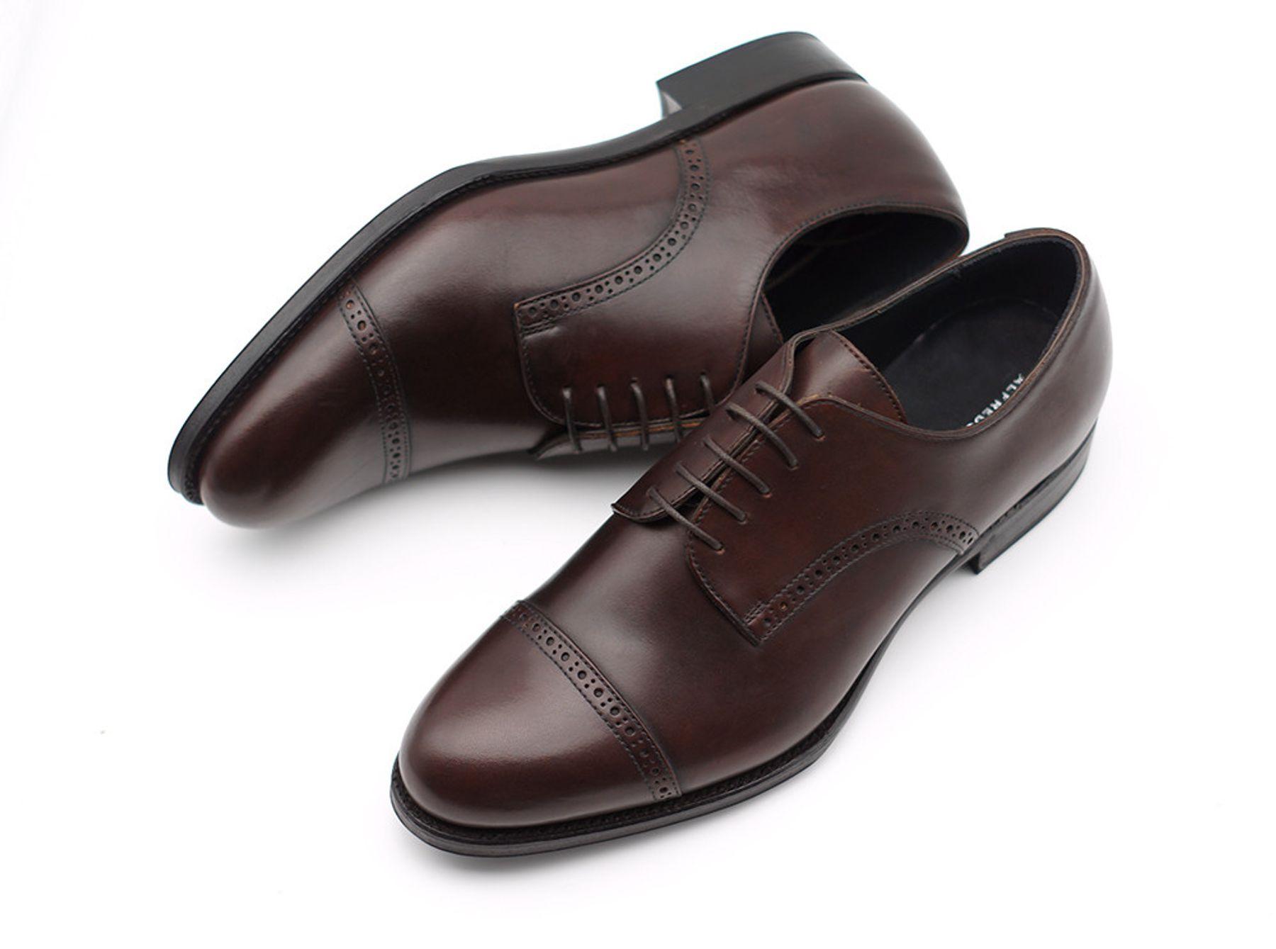 Tặng giày da cho bạn trai