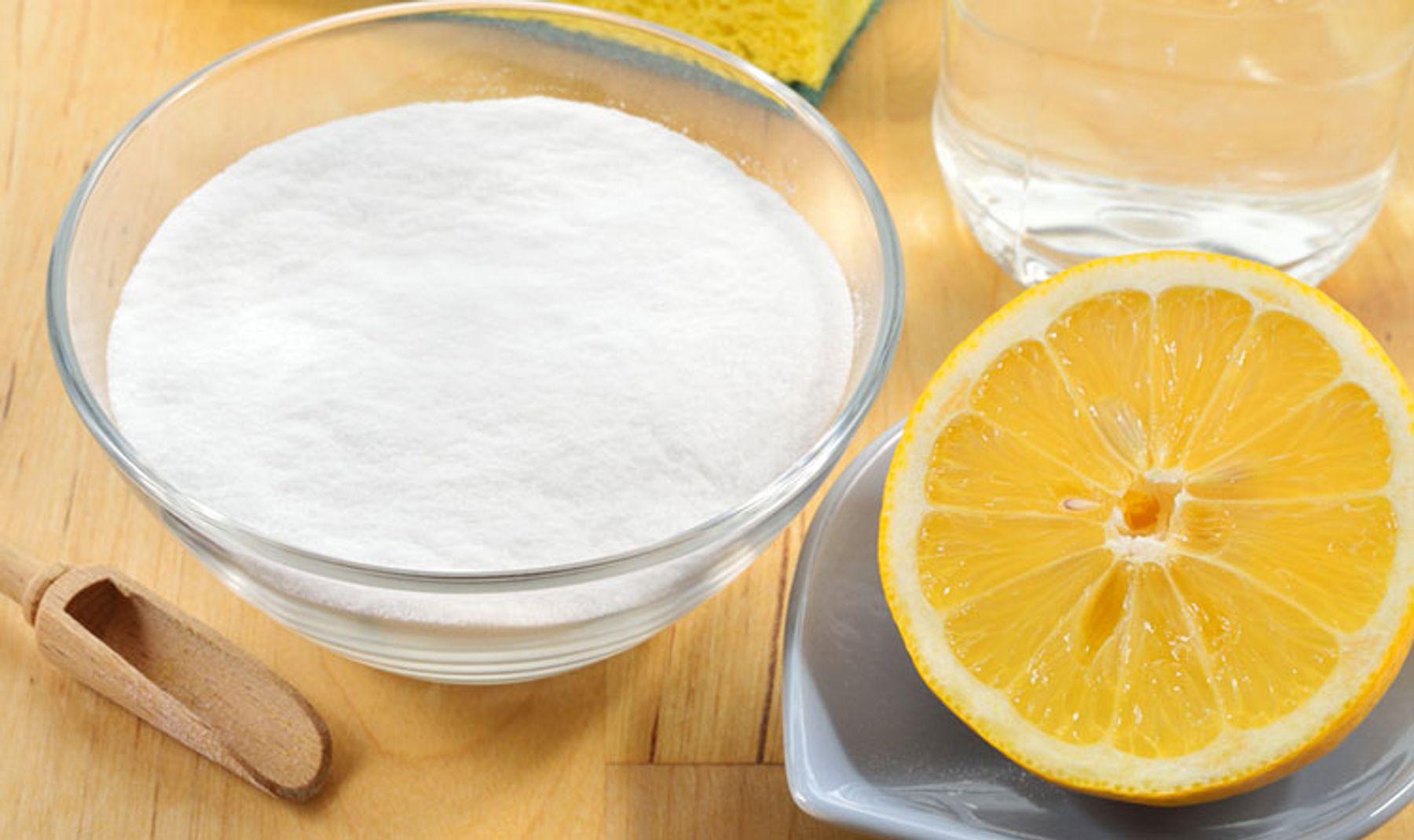 Cách tẩy áo trắng bị ố vàng bằng bột giặt + chanh