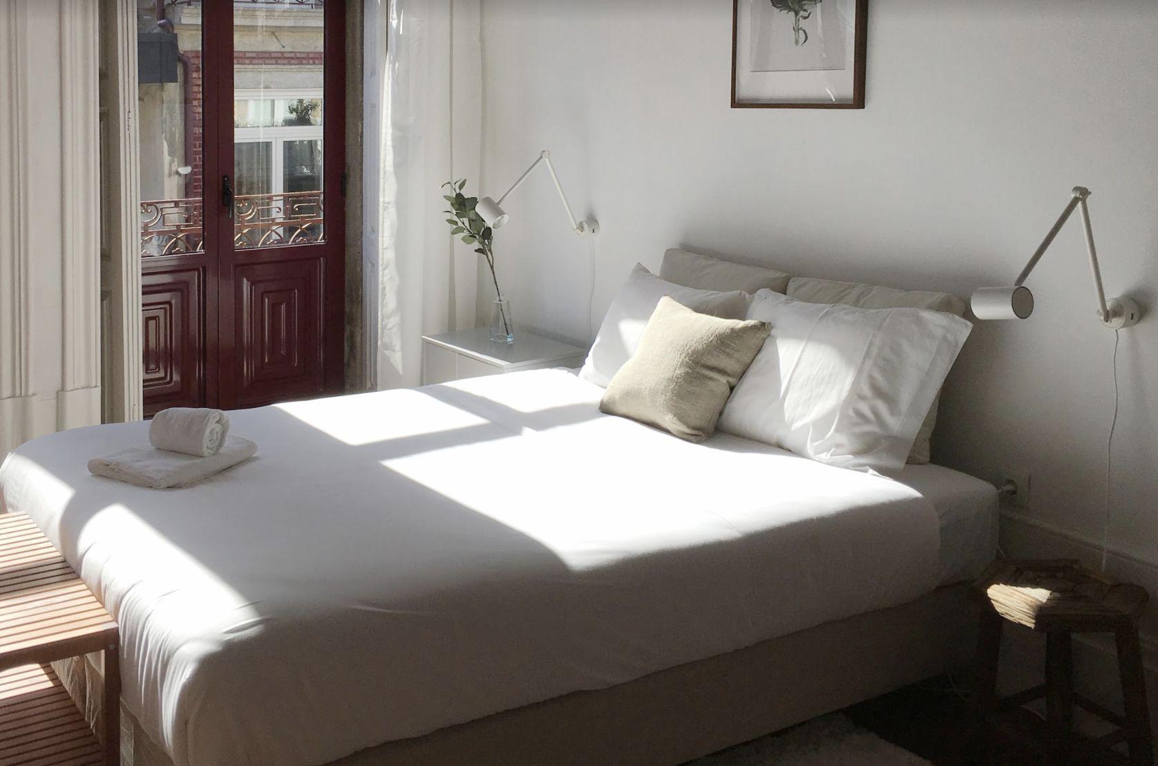 Cómo doblar una sábana ajustable correctamente