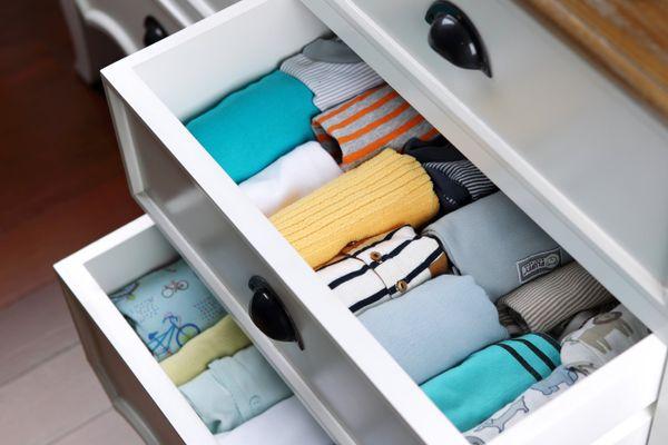 Giysilerden çamaşır suyu lekesi nasıl çıkar?
