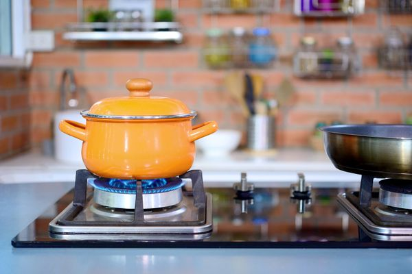How to Remove Paint Stains from your Gas Stove | Get Set Clean