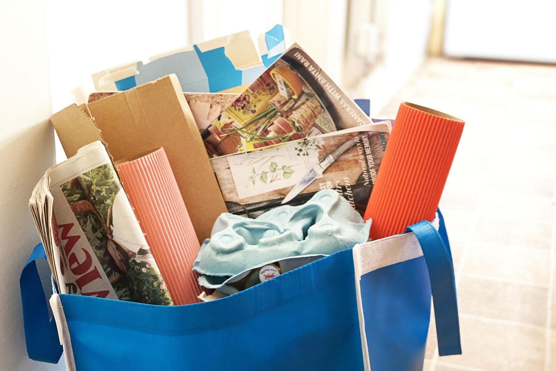 saco contendo papel para ser reciclado