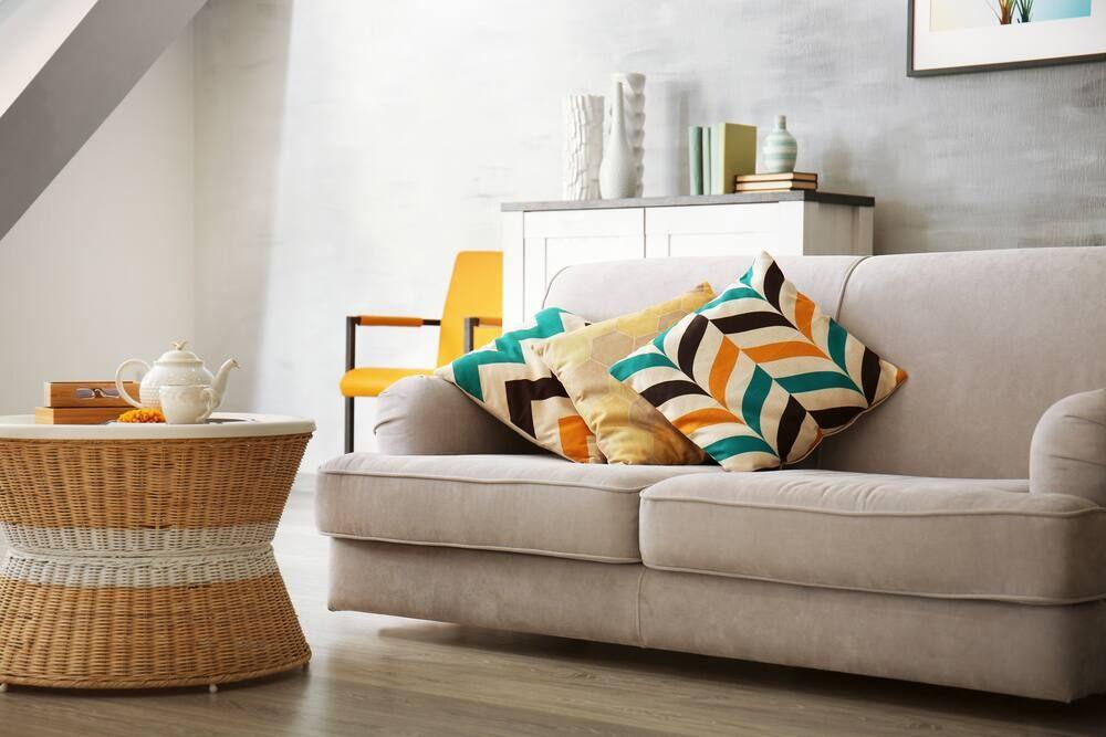 Berbagai cara menghilangkan noda tinta di sofa