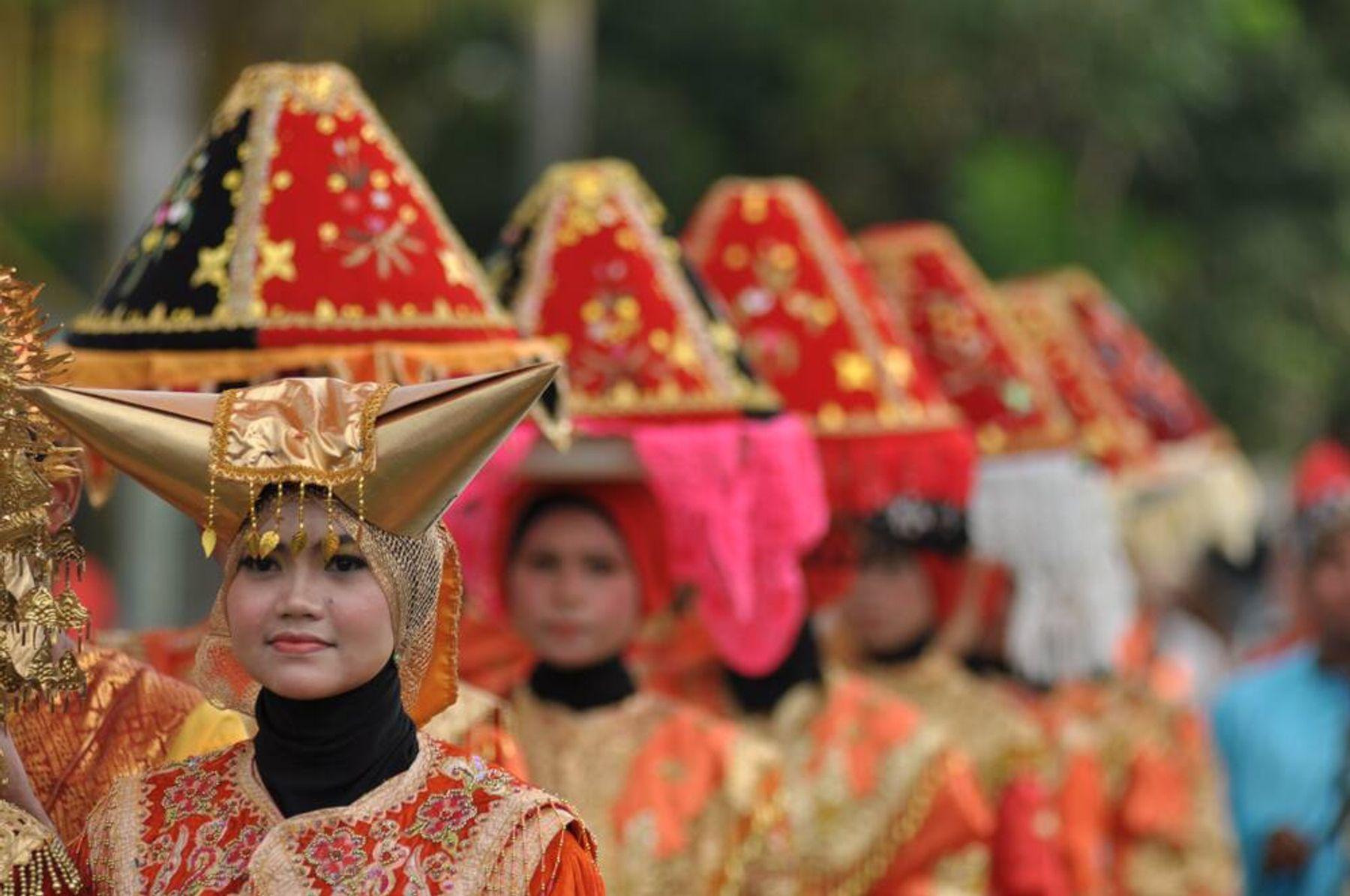 Yuk, Mengenal Pakaian Adat Sumatera Barat