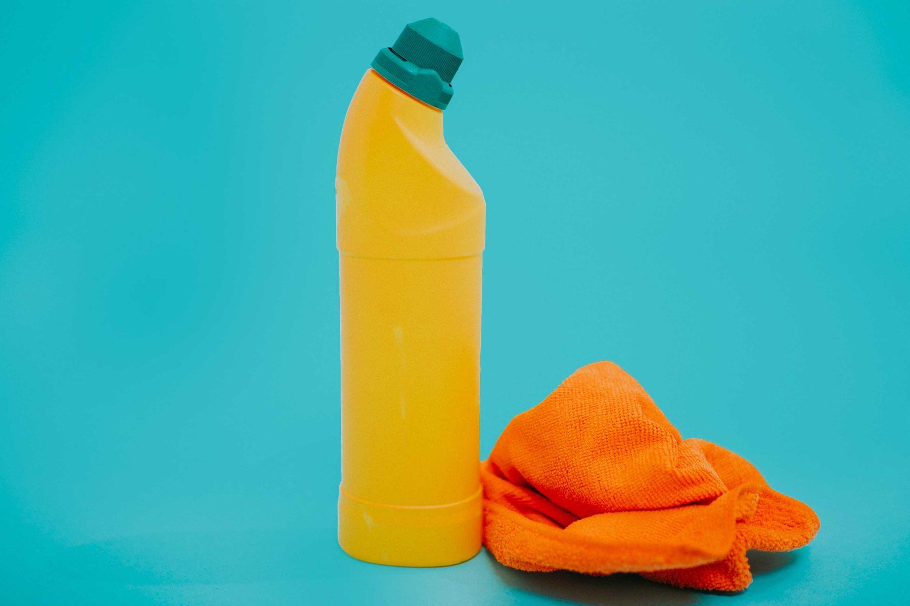 O que é água sanitária: conheça o jeito certo de usar