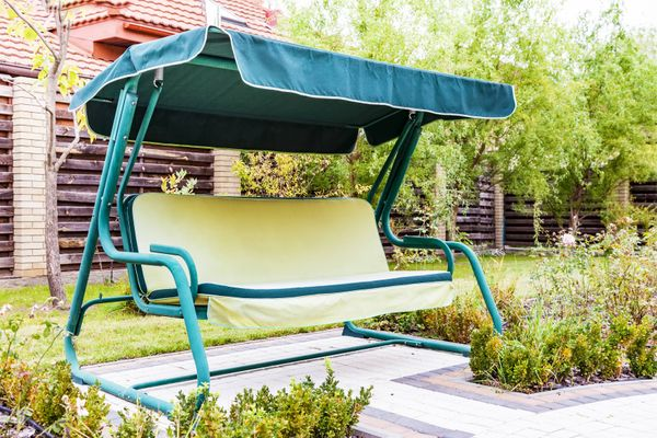 Here's how you can easily fix a broken swing in your backyard!