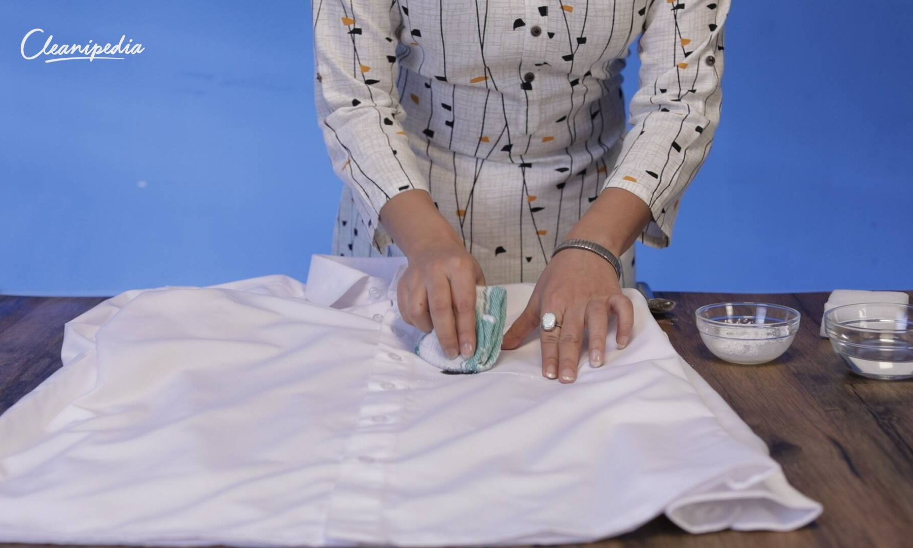Dark, dirty marker stains on your clothes worrying you? Breathe easy with these simple steps to remove those bad marker stains!