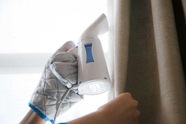 Limpeza de cortina com vaporizador