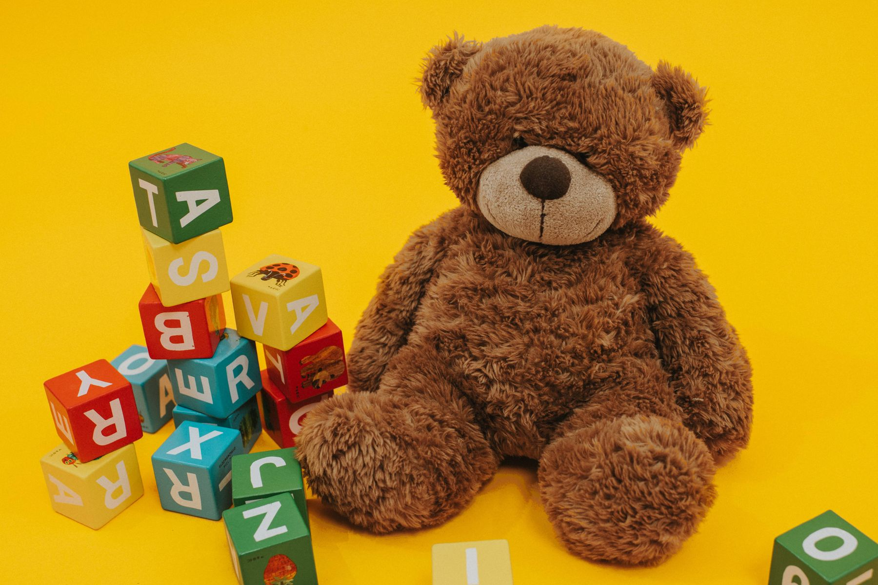 teddy bear and colorful wooden cubes