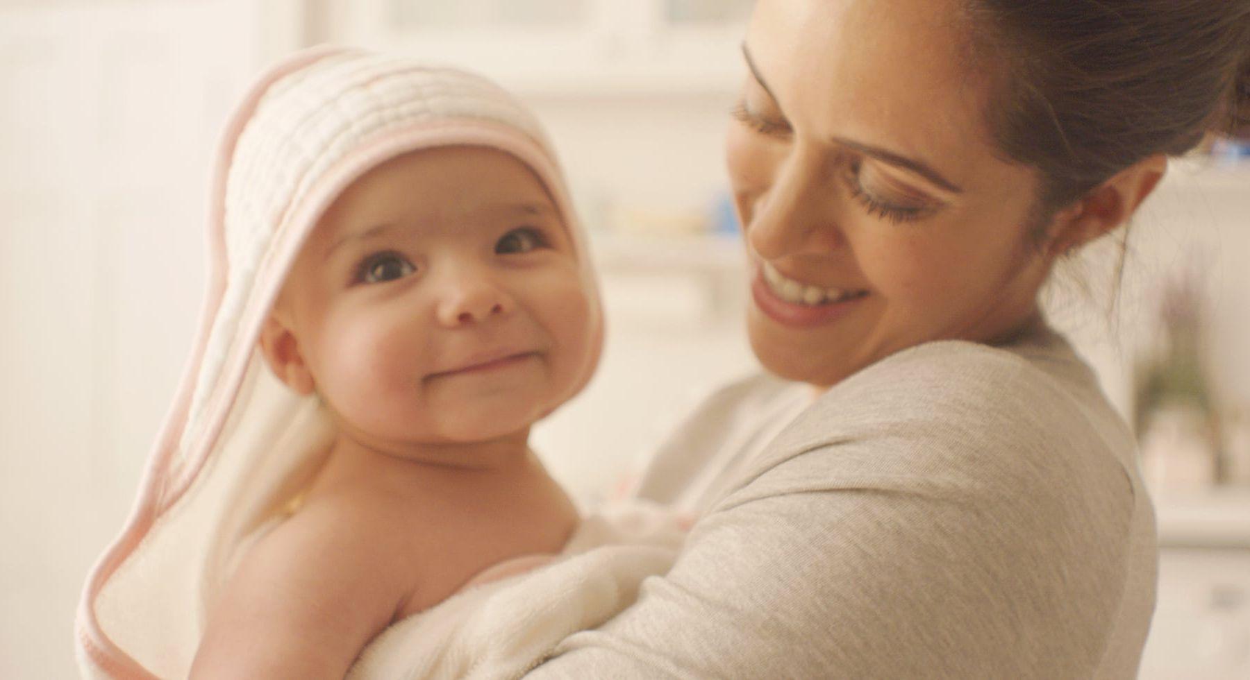 5 Cách chăm sóc trẻ sơ sinh đúng cách và an toàn vào mùa hè