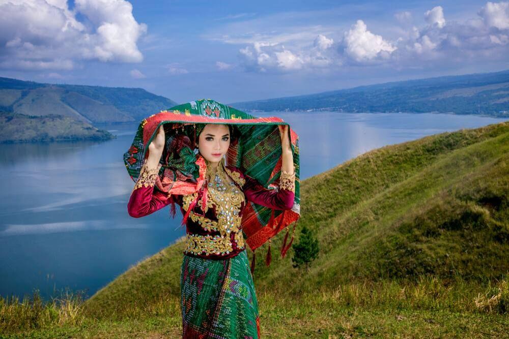 Mengenal 8 Jenis Kain Asli Indonesia yang Memukau Dunia