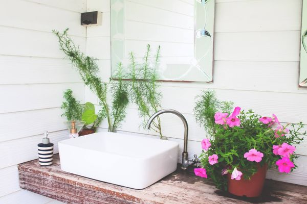 Step-by-Step Guide to Help You Get Rid of Paint Stains From Your Washbasin