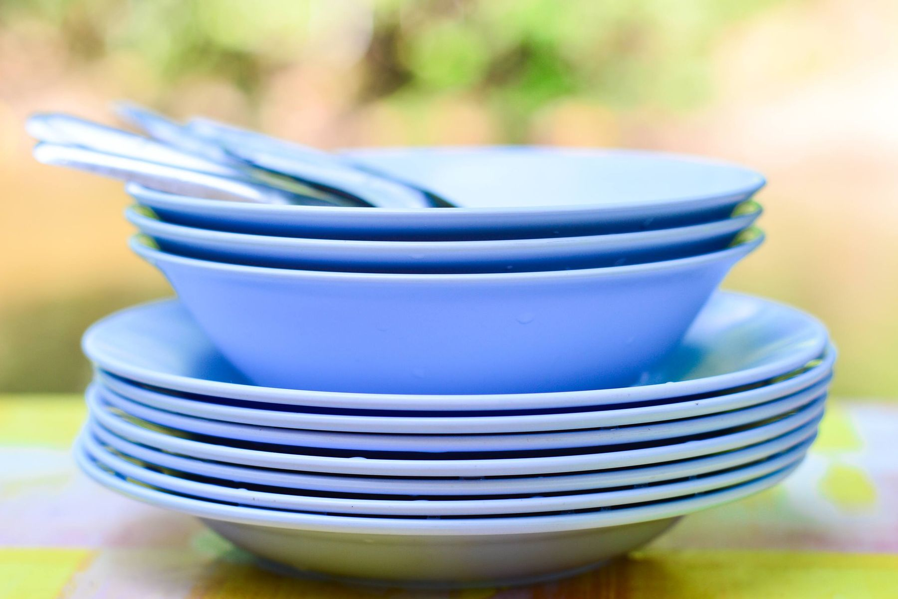 How to Care for Melamine Crockery | Cleanipedia
