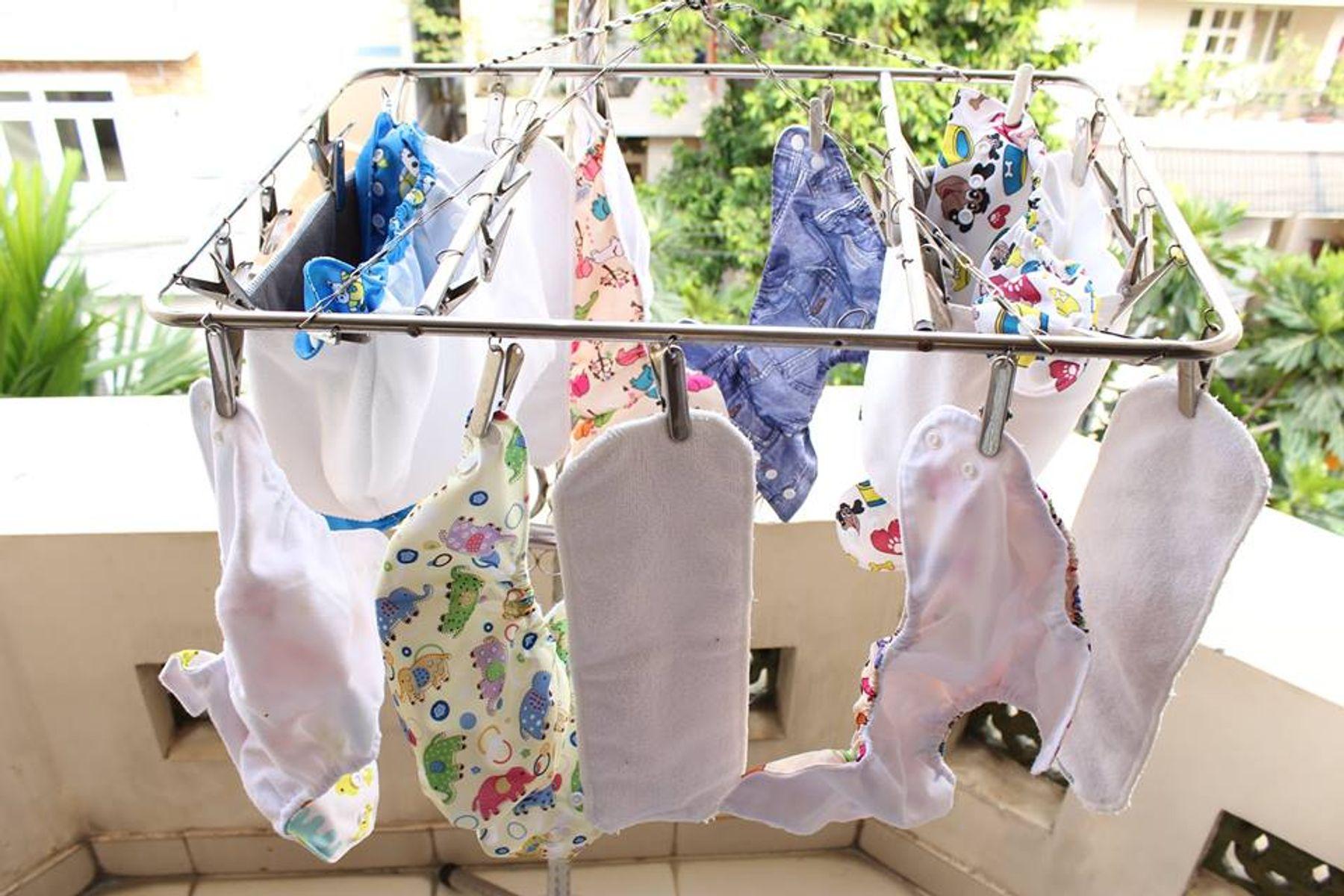 Cách thay tã vải cho trẻ sơ sinh