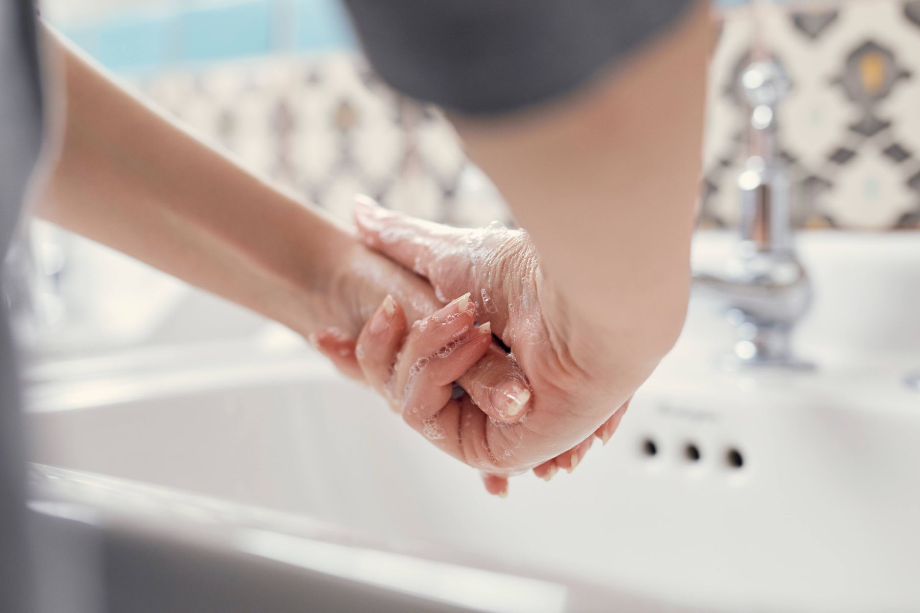 how to shower property,  maintain good personal hygiene