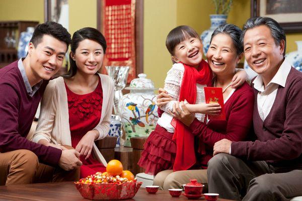 Lời chúc tết hay - Nên nói những gì khi chúc Tết người lớn tuổi?