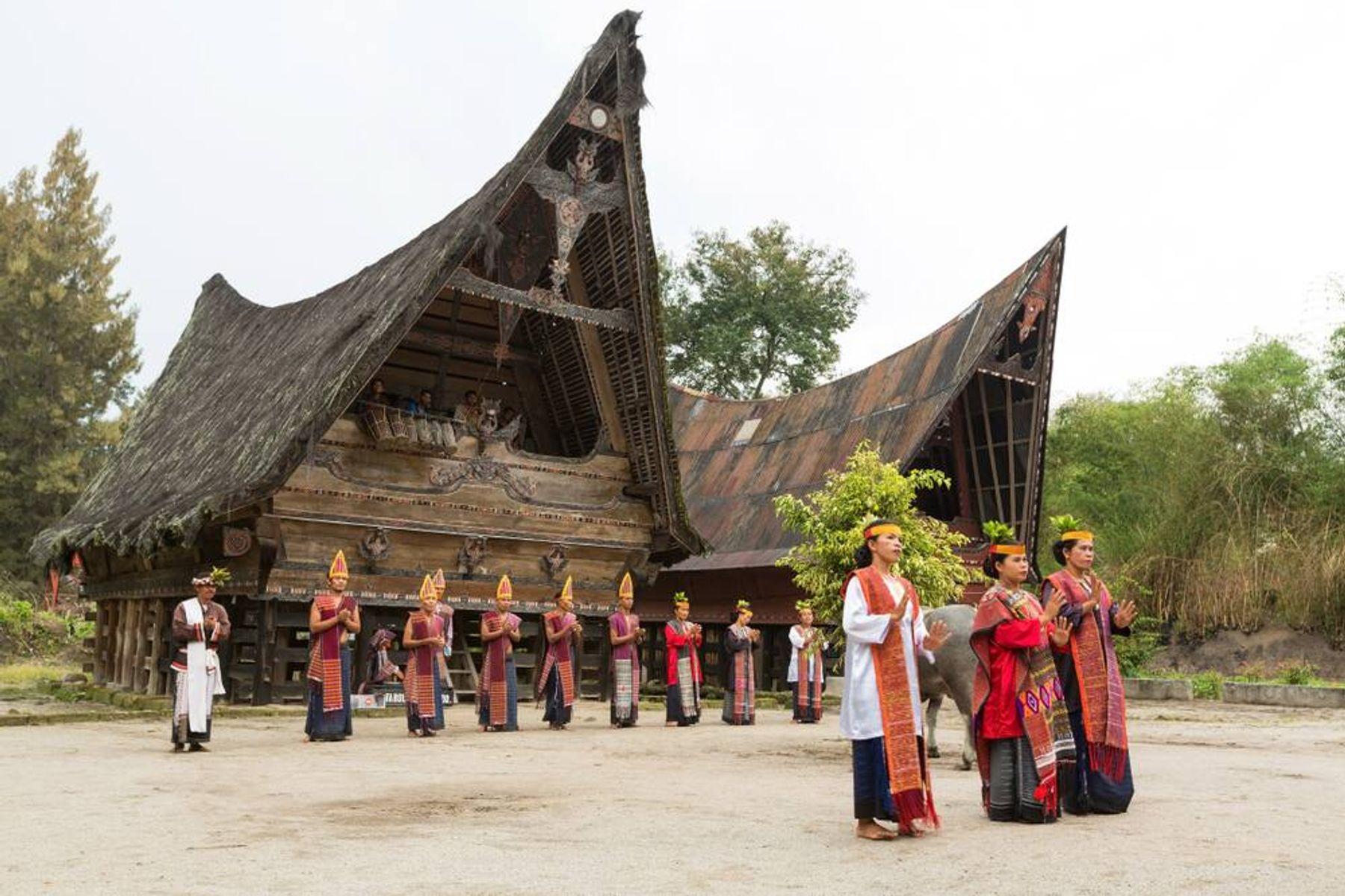 Beragam Pakaian Adat Sumatera Utara