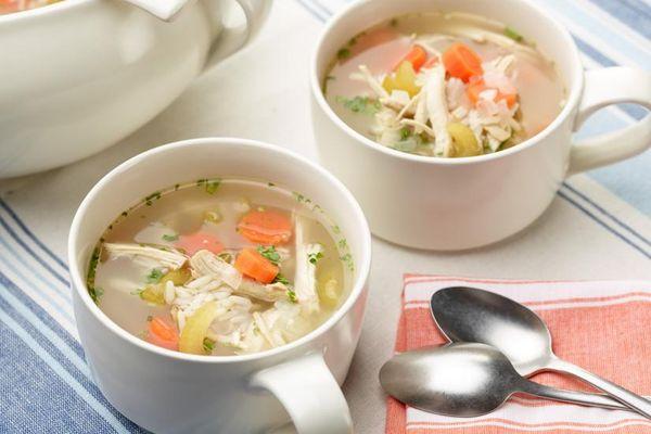cách chăm sóc người bị ngộ độc thực phẩm bằng súp gà