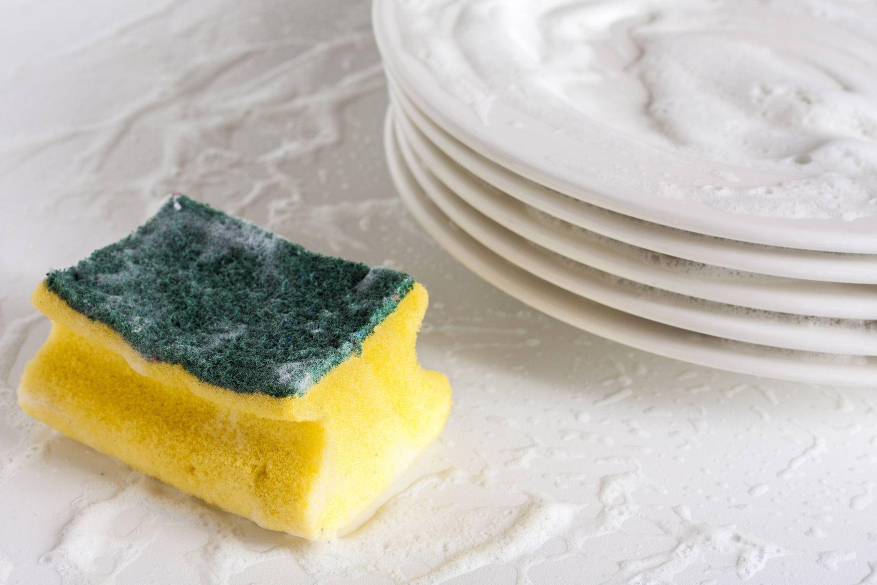 Cegah Bakteri di Spons Cuci Piring dengan Sabun Sunlight Higienis Plus