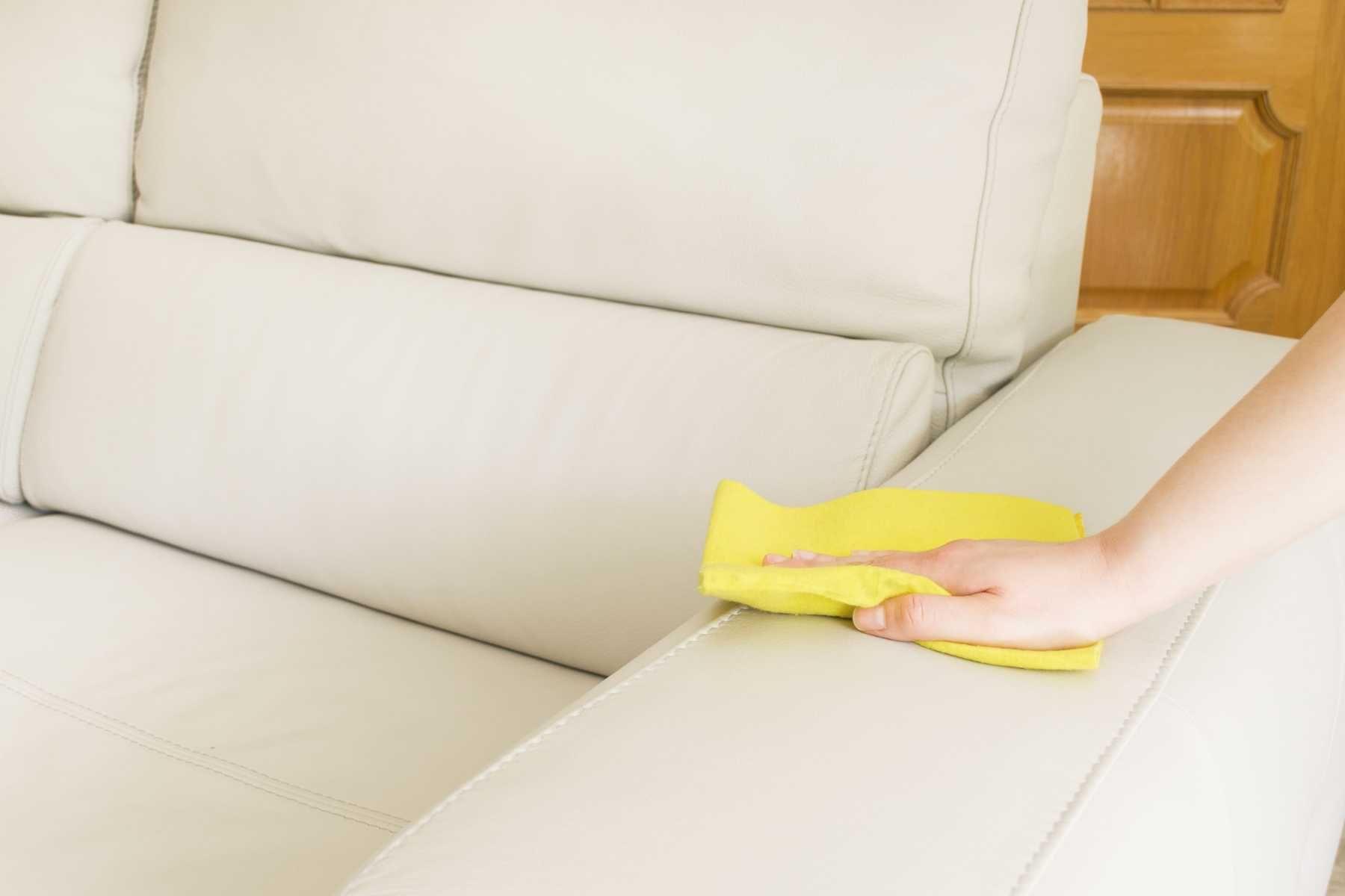 Nên thường xuyên giặt ghế sofa