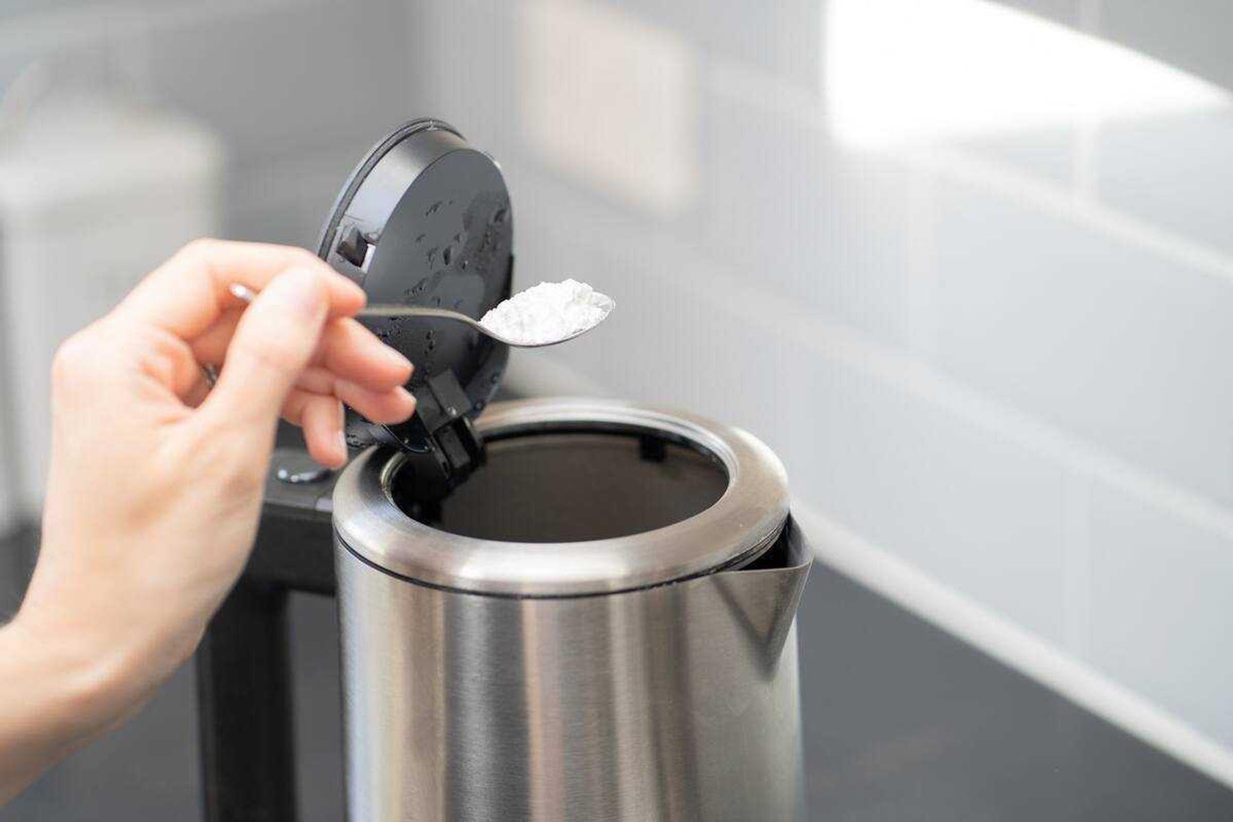 Loại bỏ cặn bẩn trong ấm đun siêu tốc hoặc ấm nước sôi