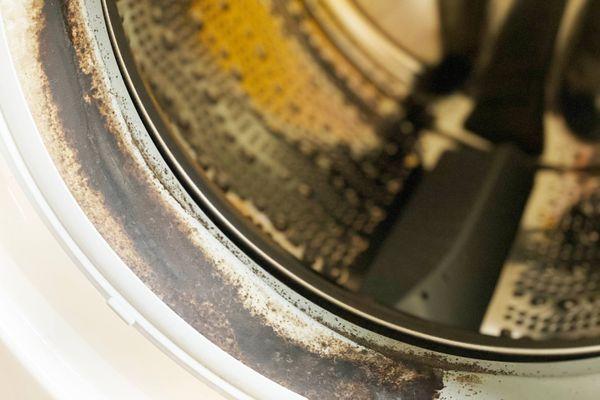 Kirlenmiş çamaşır makinesi