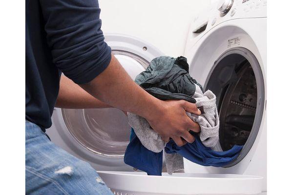 Xả vải khi giặt máy vs giặt tay - Bao nhiêu là đủ?