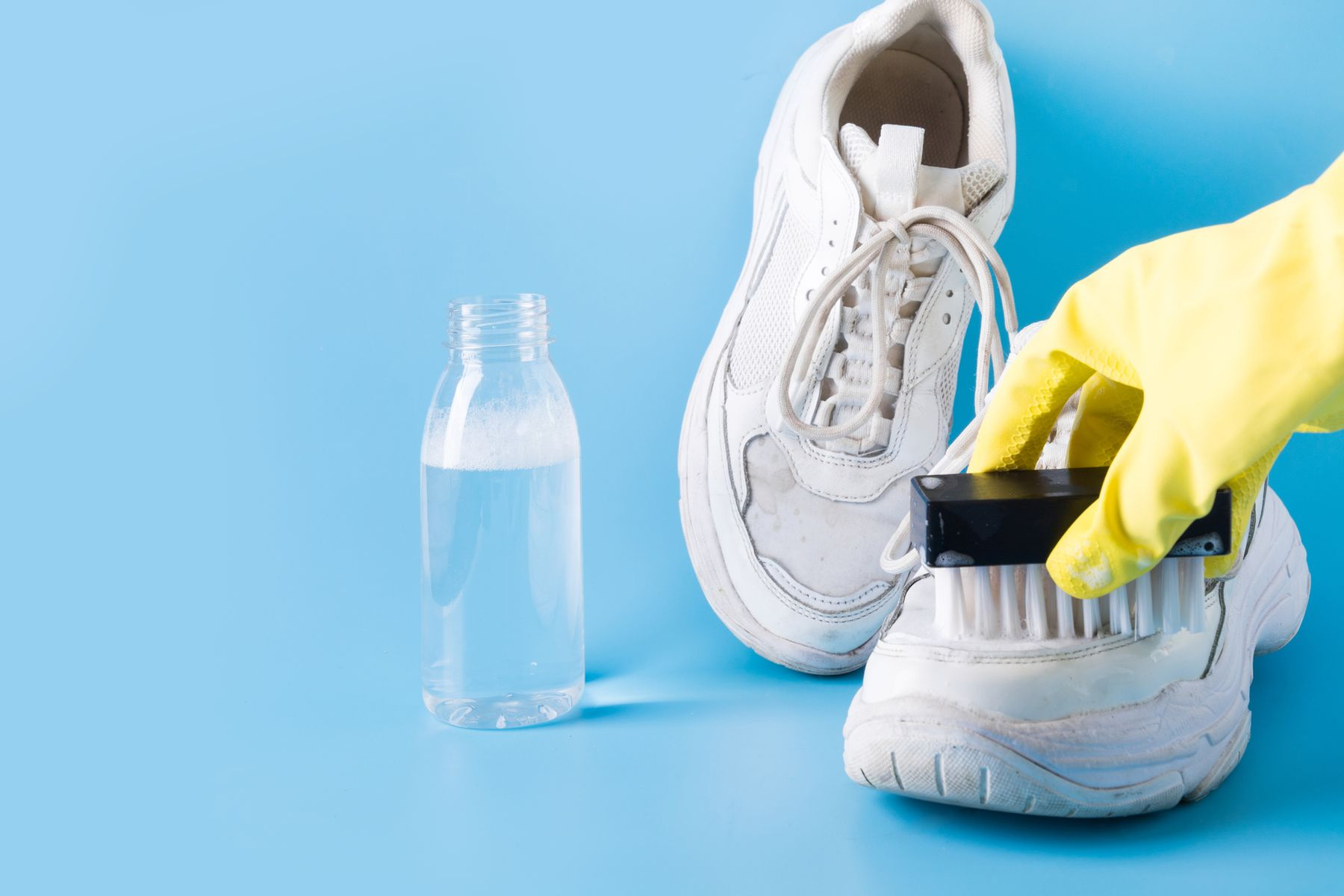 Spor ayakkabı temizleme