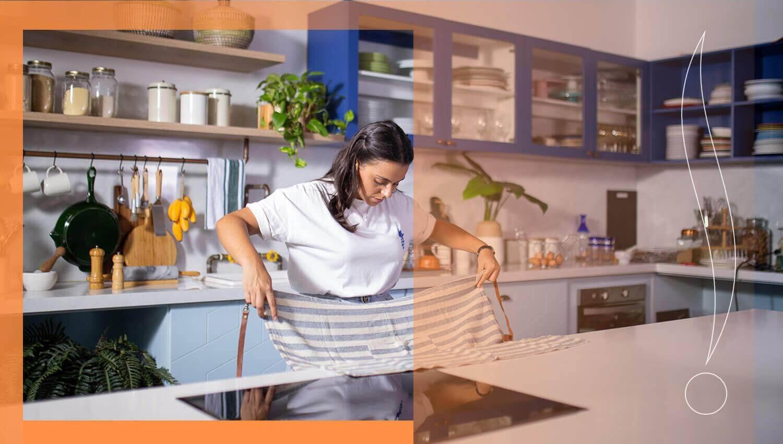 vệ sinh mặt bếp thường xuyên để loại bỏ mảng bám lâu ngày