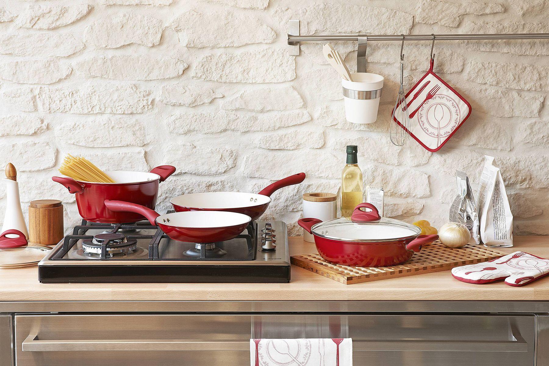 अपने घर के किचन से कीड़े-मकोड़ों को कैसे रखें दूर | गेट सेट क्लीन