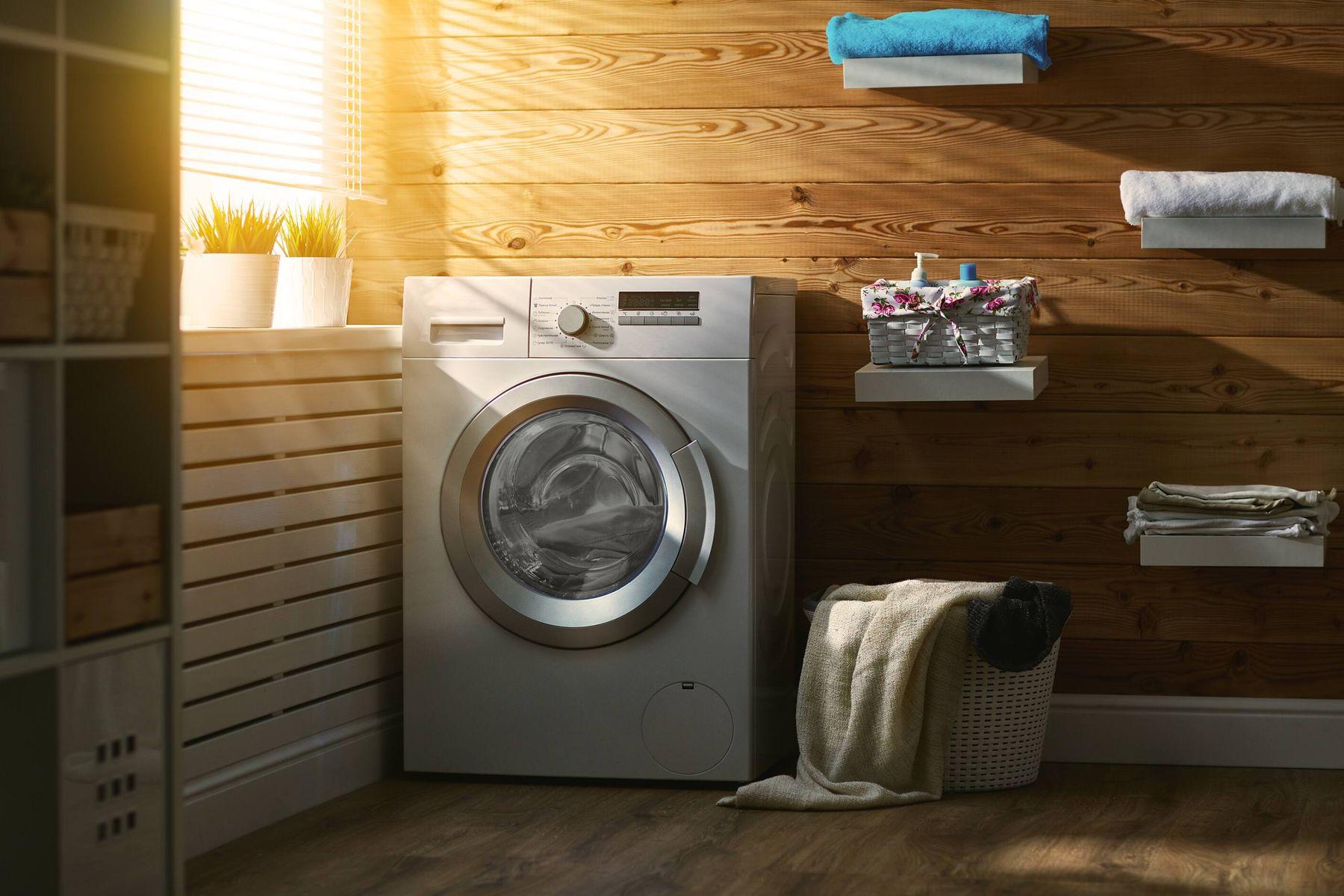 Mesin cuci di ruang cucian