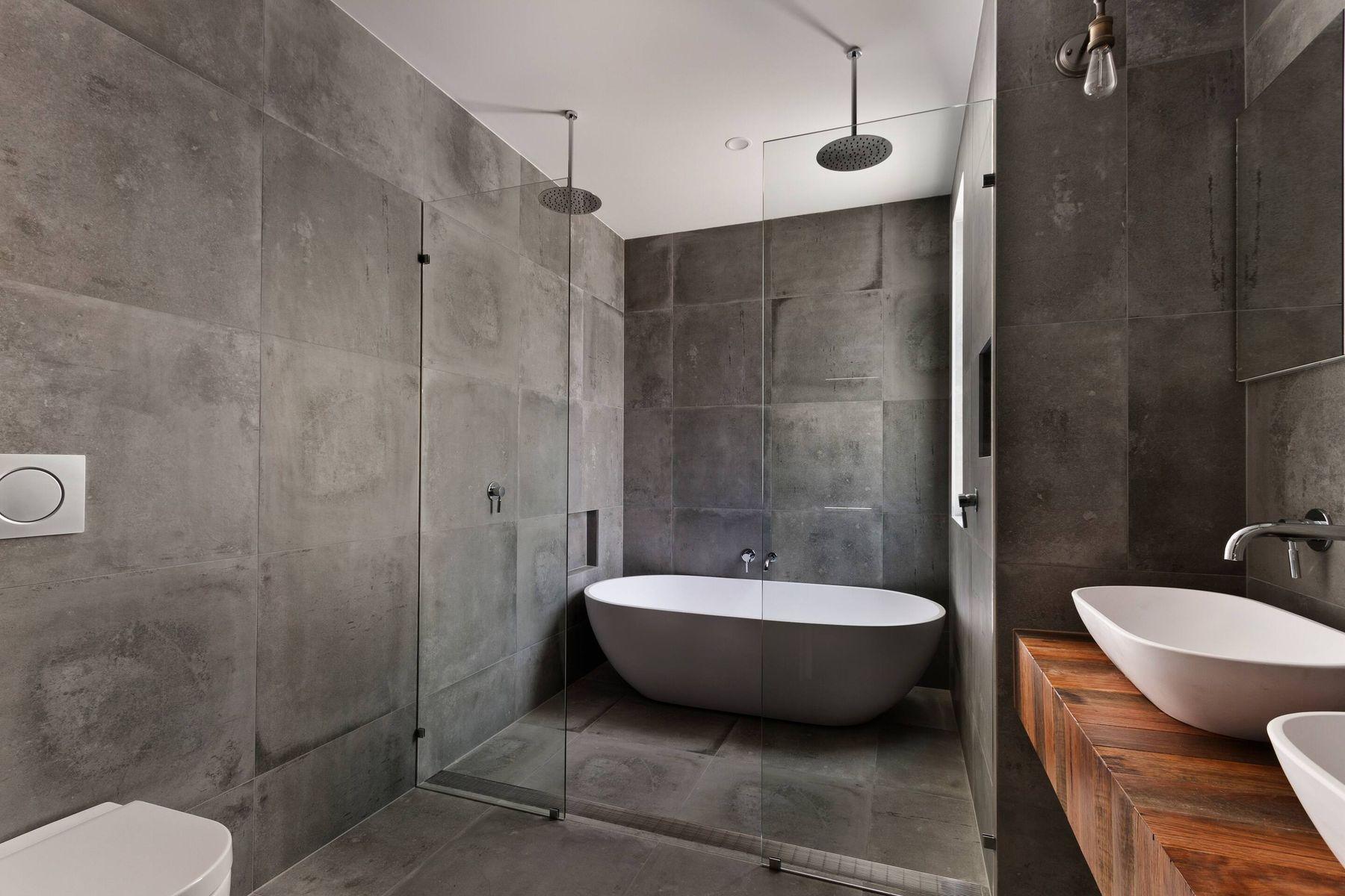 बाथरूम में लगे पत्थर की टाइल्स की चमक रखे बरक़रार, ये उपाय हैं असरदार!