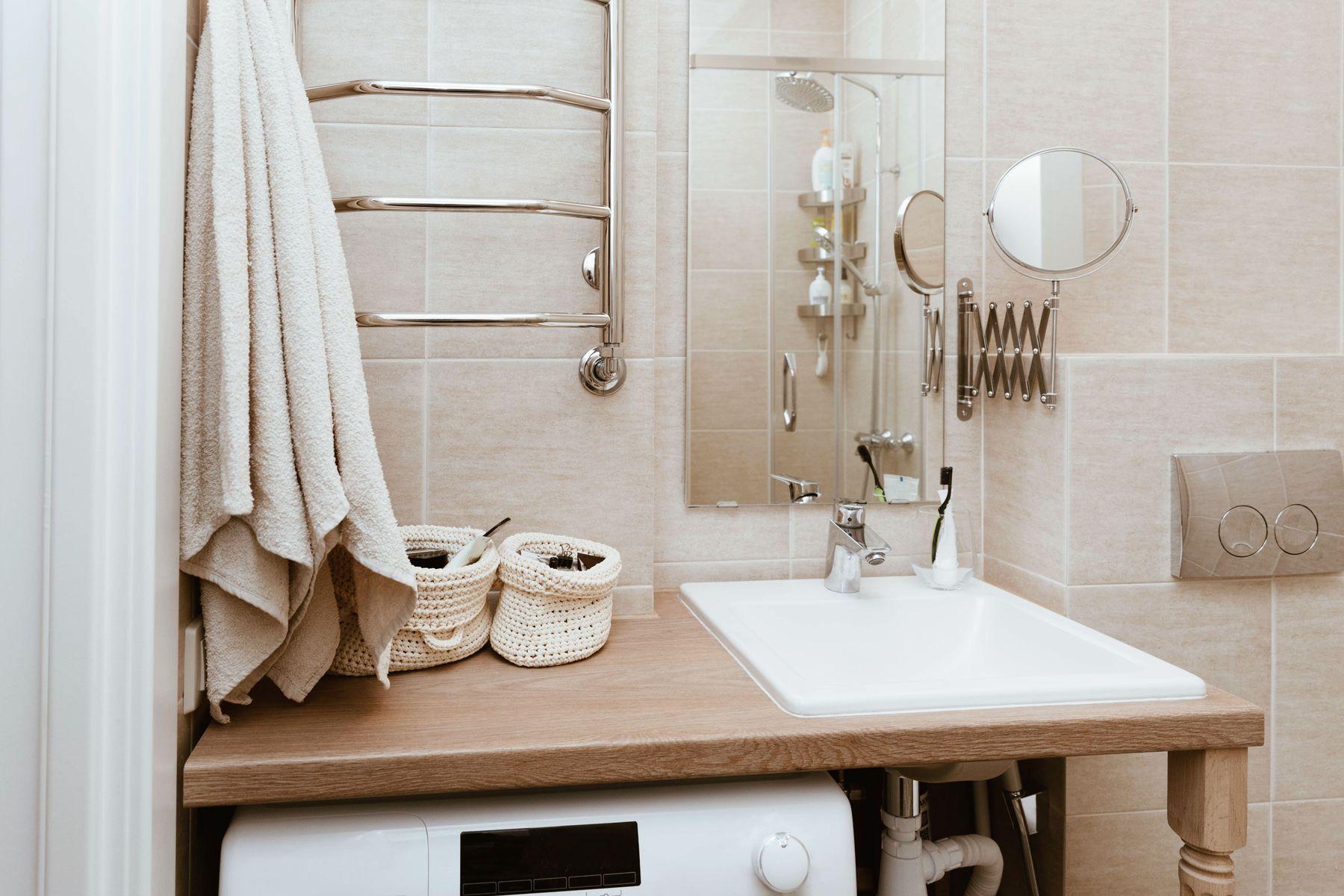 क्या आपके बाथरूम का काउंटर टॉप पीला पड़ रहा है? इन धब्बों को दूर करने के लिए कुछ स्टेप्स यहां दिए गए हैं|