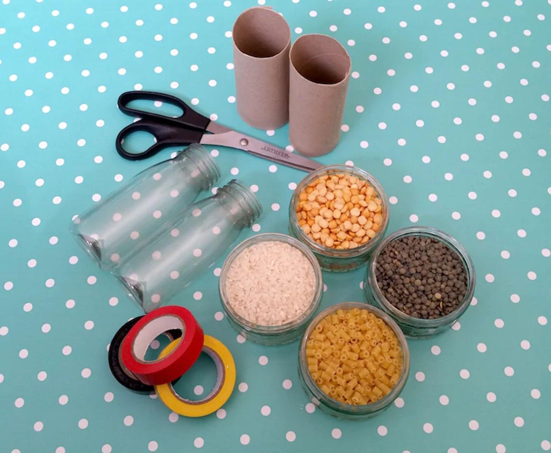 Step 2: tesoura-sementes-fitas-colantes-coloridas-para-fazer-macara