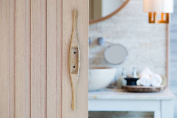 Here's How You Can Easily Clean Greasy Bathroom Doors