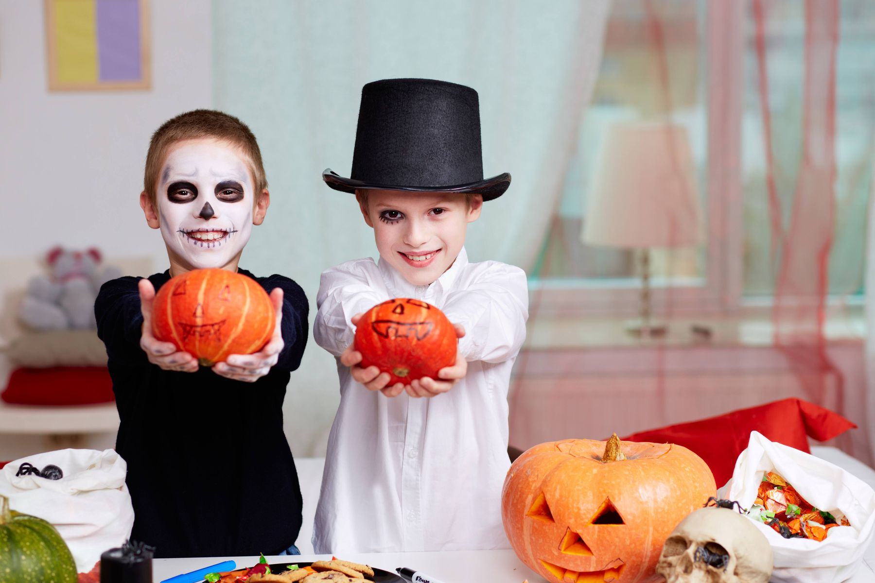 Tự chế đồ halloween cho bé tiết kiệm bộn tiền đây mẹ ơi!