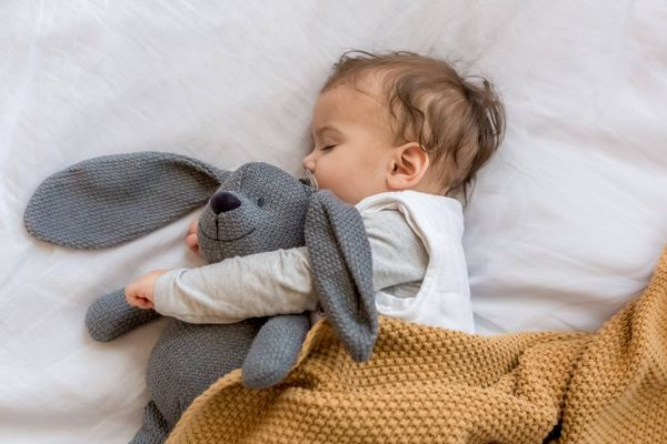 Những lưu ý khi chăm sóc trẻ sơ sinh  bị khô da