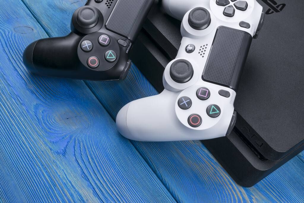 Black and white PS4 controllers: How to clean a PS$