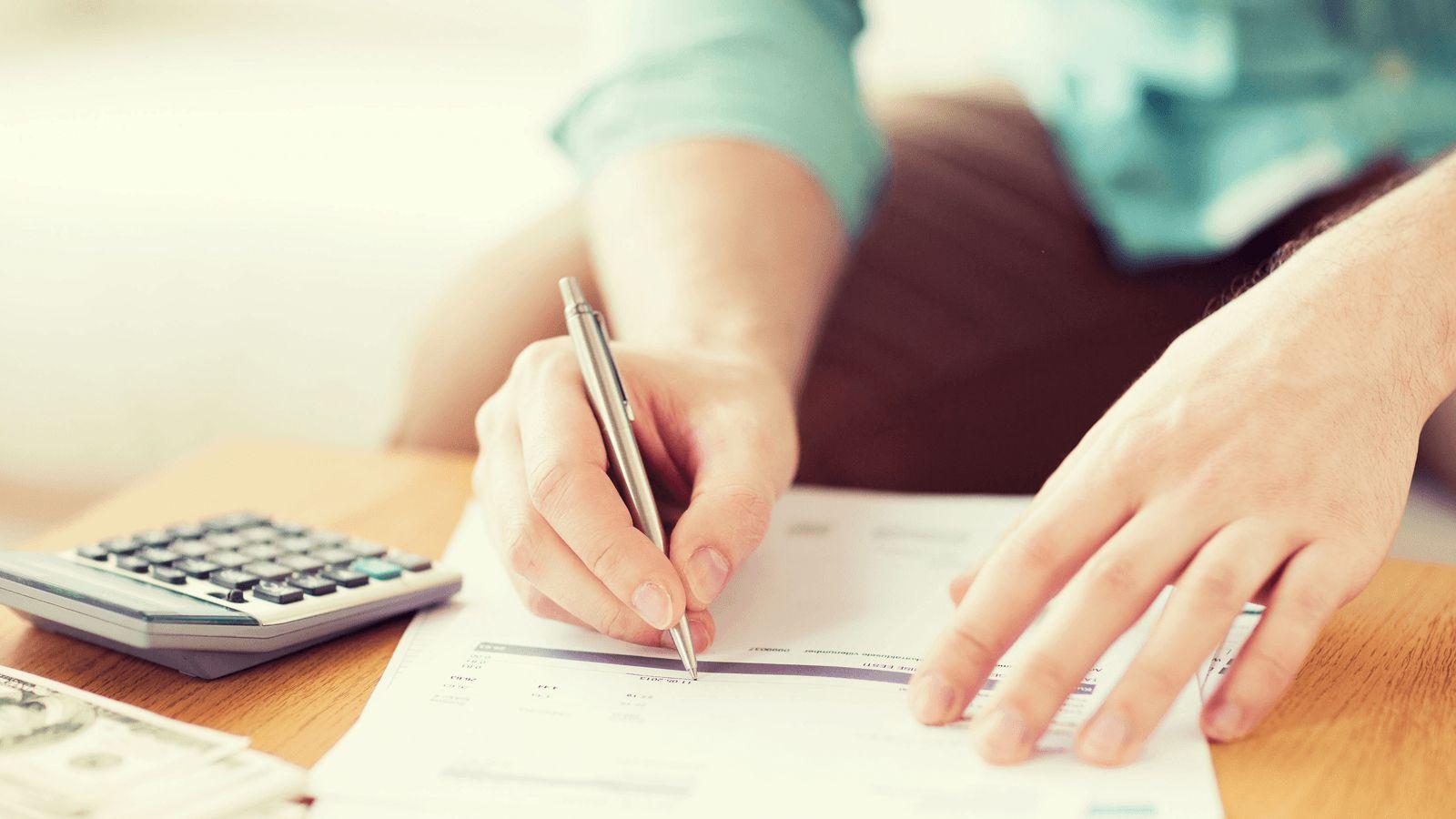 Hãy thống kê các khoản chi tiêu vào sổ sách và lập một tài khoản chung