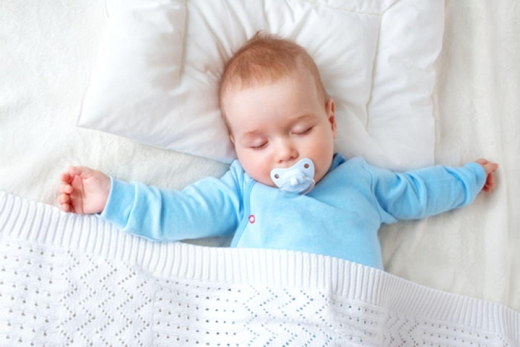 Có nên dùng gối cho trẻ sơ sinh?
