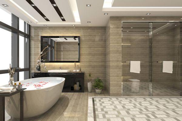 kamar mandi besar dengan bathtub yang bagus