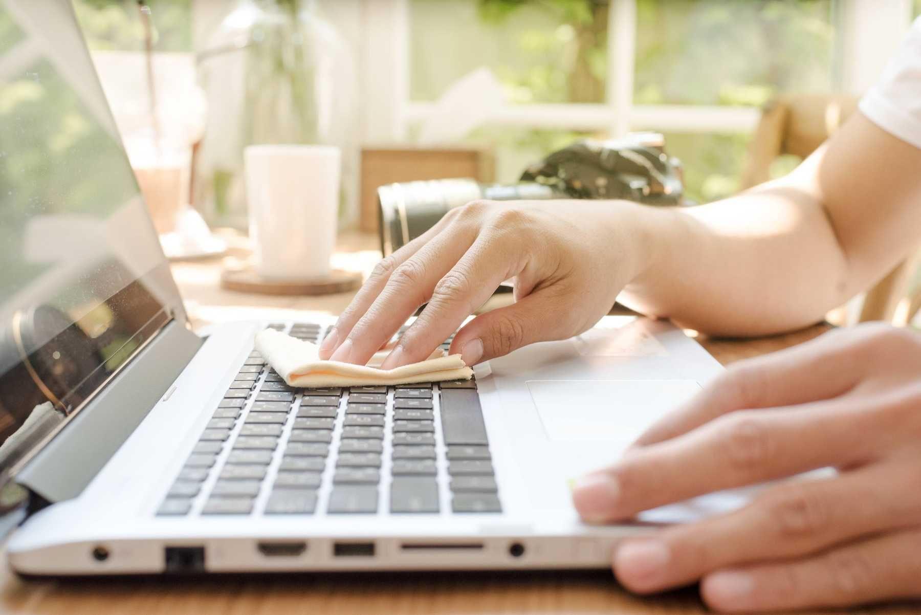 Vệ sinh bàn phím laptop