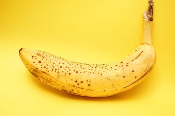 Cómo sacar manchas de banana de la ropa