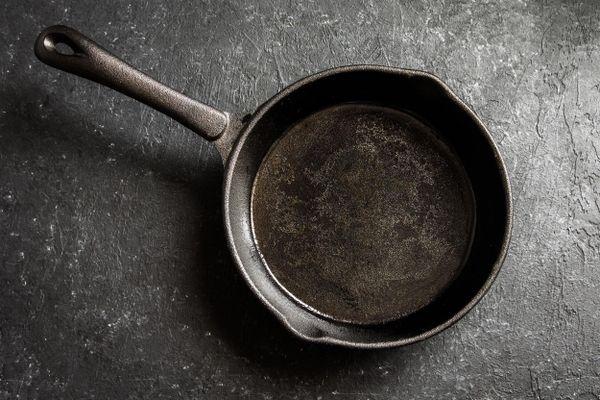 Cómo curar una sartén y alargar su vida útil