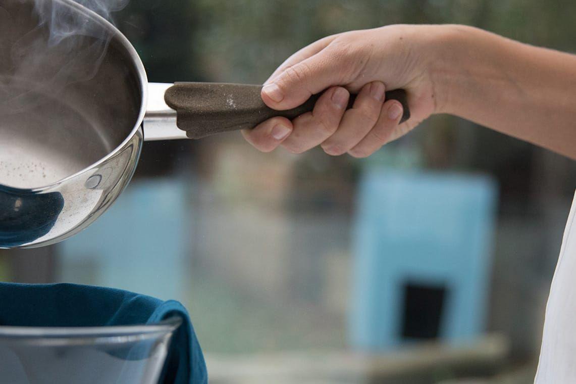 Điểm danh 6 công thức DIY tẩy rửa nồi nhôm cực hiệu quả