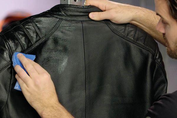 Tuyệt Chiêu Làm Sạch Và Cách Giặt Áo Da Đúng Cách, Dễ Dàng