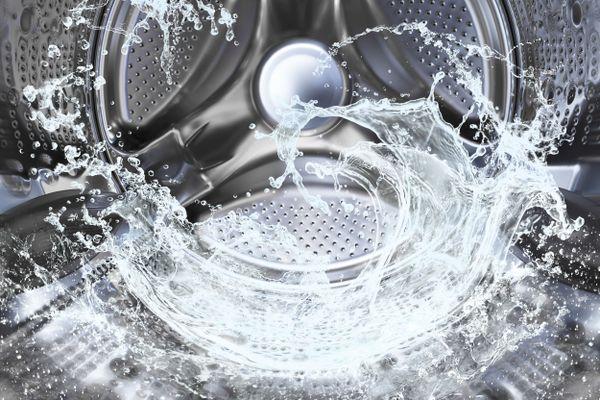 Nước giặt thơm lâu có thay thế được nước xả vải?