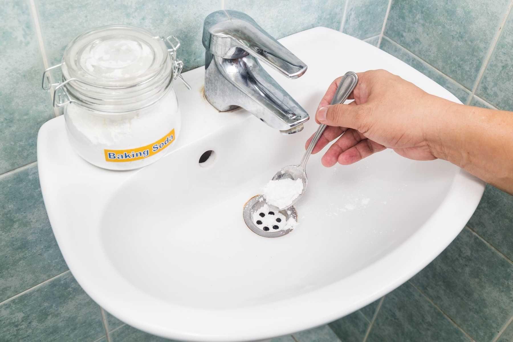 Cách tẩy trắng bồn rửa mặt bằng baking soda