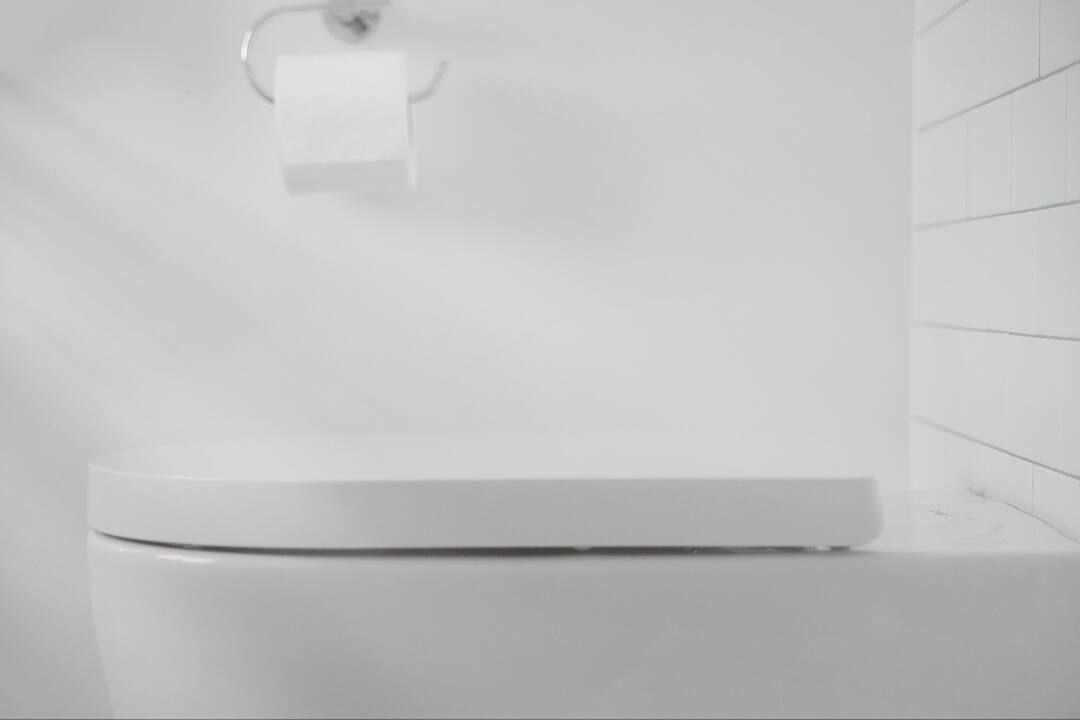 Có nên sử dụng vật cứng để thông cống nghẹt?